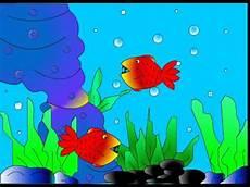 Ikan Berenang Di Laut