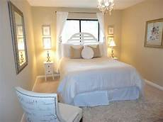 Small Small Simple Bedroom Ideas by Simple Small Guest Bedroom Design Search