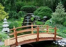 pont en bois jardin pont de jardin designs inspirants en 55 photos