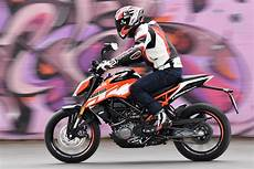 Ride Ktm 125 And 390 Duke Review Visordown