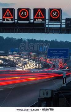 Stau Auf Der Autobahn A8 Durch Ein Lkw Unfall Blick