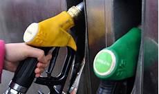 gazole moins cher pourquoi le gazole co 251 plus cher que l essence dans