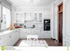 interior da cozinha na casa luxuosa toque de
