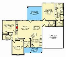 ranch house plans with split bedrooms split bedroom southern ranch home plan 62147v
