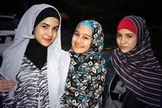50 Model Busana Muslim Versi Jilbab In Modis Untuk