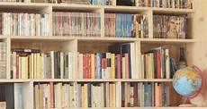 libreria in legno fai da te come costruire una libreria sospesa l angolo tetto
