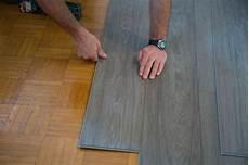 vinylboden auf fliesen verlegen vinylboden auf fliesen verlegen so geht s