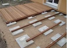 dalle bois terrasse pas cher terrasse bois exotique pose veranda styledevie fr