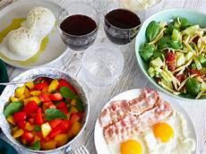 recette brunch salé recettes pour brunch maison salade de p 226 tes et salade de