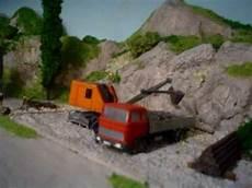cava di ghiaia mov00615 la cava di ghiaia con l escavatore all opera