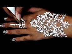 10 Gambar Lukisan Henna Tangan Richi Wallpaper