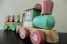 holzspielzeug f 252 r kinder und babys selber machen