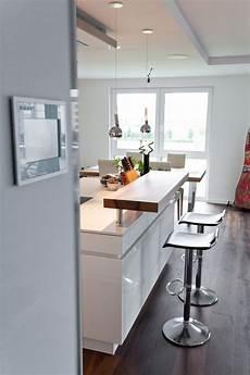küchendesign mit kochinsel kochinsel k 252 chentraum in hochglanz wei 223 mit theke und