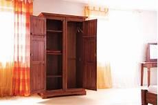 Holzmöbel Günstig Kaufen - kleiderschrank siena akazie massiv holz moebel schrank