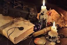 magia candele natura morta con i libri le candele e gli oggetti di