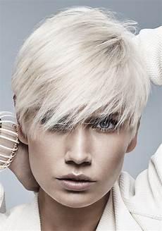 coupe courte cheveux ondulés coupe cheveux courts on ose la coupe courte