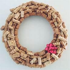 türkranz selber basteln anleitung 18 diy ideas to make wine cork wreaths