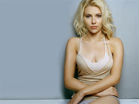 Scarlett Johanson Hot