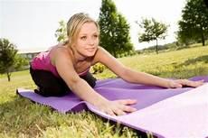 übungen gegen hüftspeck r 252 ckengymnastik 12 220 bungen f 252 r einen gesunden r 252 cken