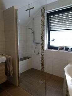 duschtrennwand für badewanne kleine badezimmer mit dusche und badewanne