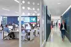 the wirtschaftblatt newsroom office interior design here s our social media newsroom an innovative 24 7