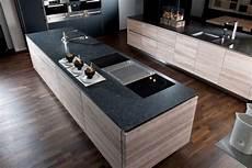 arbeitsplatte aus stein natursteinarbeitsplatte quot silver pearl quot im leather look