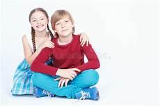 Junge Mädchen Bilder - freundschaft zwischen jungen und m 228 dchen stockfoto bild