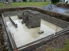 Construire Sa Piscine En Parpaing Bancher Jardin Piscine