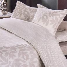 couette de lit pas cher parure de lit beige housse de couette 260x240 taies d