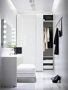 Auf Der Suche Nach Einer Garderobe Ratschl 228 Ge Und Bilder