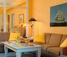maritimes flair auf dem land maritim wohnzimmer in gelb