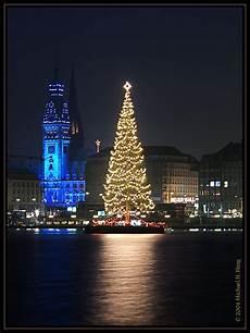 Malvorlagen Weihnachtsbaum Hamburg Hamburger Rathaus Mit Weihnachtsbaum Foto Bild