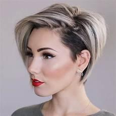 coupe courte cheveux ondulés coupes courtes tendance 2018 coiffure simple et facile