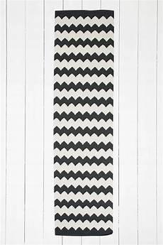 schwarzer teppich schwarzer teppich mit zickzackmuster 2 x 8 fu 223 black