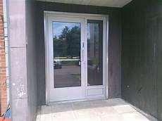 porte en aluminium portes et cadres en aluminium vitrerie global l 233 vis et