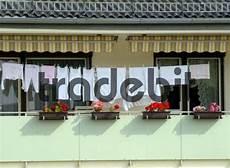 Wäsche Trocknen Balkon - w 228 sche trocknen auf einer w 228 scheleine am balkon runterl