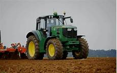 deere unveils all electric tractor prototype