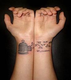 tatouage poignet oiseau tatouage poignet oiseau tatouage oiseau sur