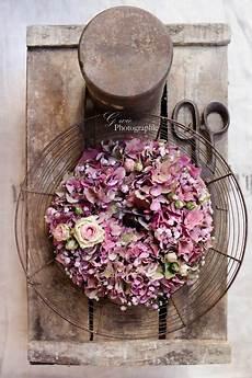 deko mit getrockneten hortensien ein kranz aus hortensien ist einfach ideal f 252 r einen