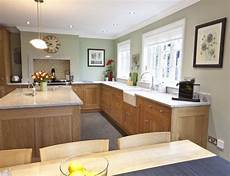the best paint colours to go with oak or trim floor cabinets and more light