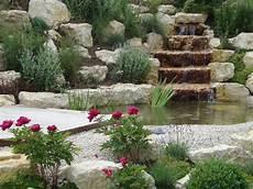 bassin de jardin avec cascade 62005 boegli jardins moutier grandval roches pointd eau