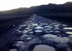 Route Du Volcan Quot Pas Des Nids De Poule Mais D Autruche Quot