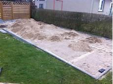 terrasse anlegen untergrund terrasse selber bauen fundament erstellen hausbau