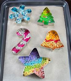 Basteln Weihnachten Kindergarten - cookie cutter melty ornaments step 6 home diy