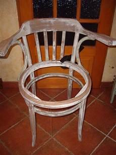 relooker une chaise relooking d une chaise fauteuil les p tites bobines