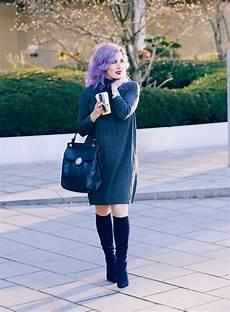 kleid stiefel kombinieren rollkragen kleid kombinieren dunkelblaue wildleder