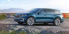 volkswagen touareg 2018 2018 volkswagen touareg spied benchmarking against audi q7 ford focus rs autoevolution