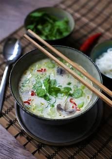 tom kha suppe tom kha gai opskrift kyllingesuppe med kokosm 230 lk