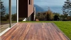 terrasse en bois ou carrelage rev 234 tements de terrasse dalles 224 d 233 rouler ou clipser