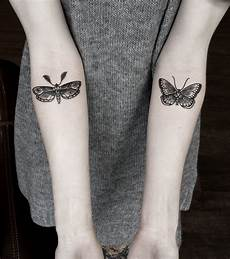 tatouage papillon avant bras cochese